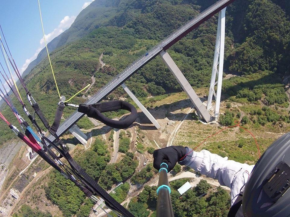 paragliding mountain